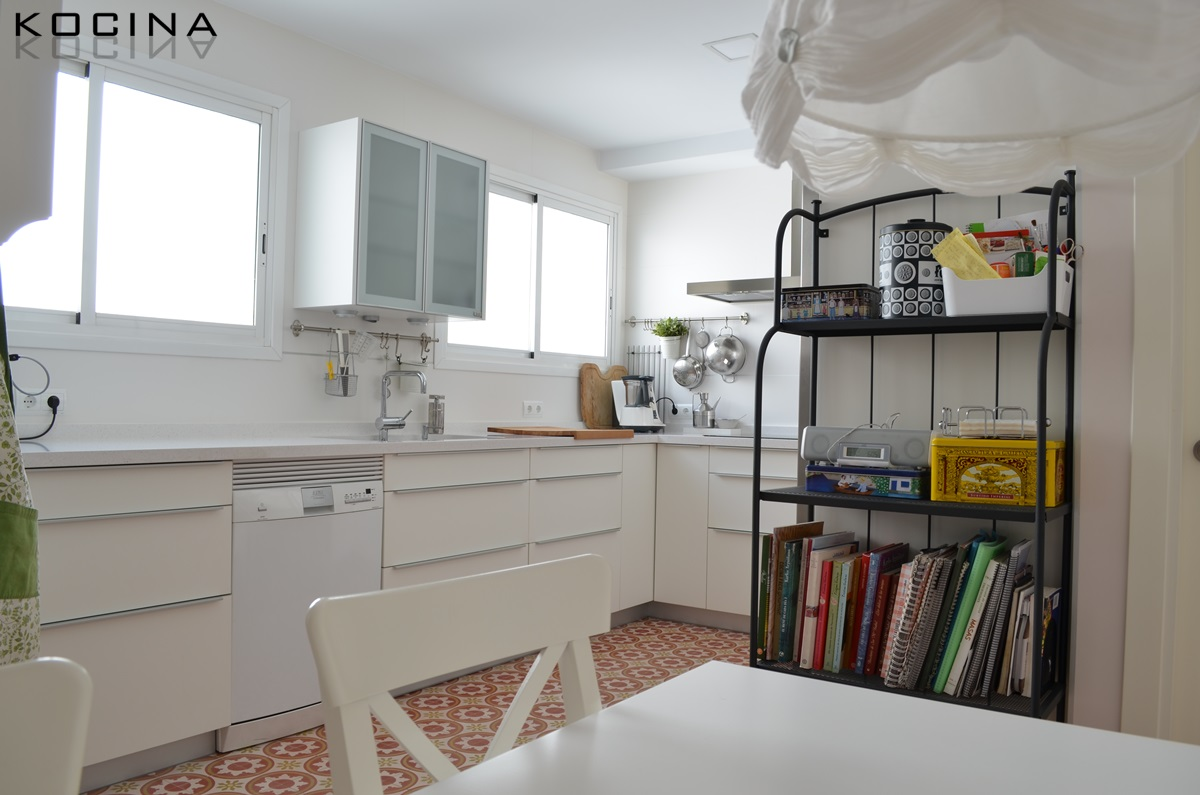 Las cocinas blancas kocina sevilla for Cocinas blancas pequenas