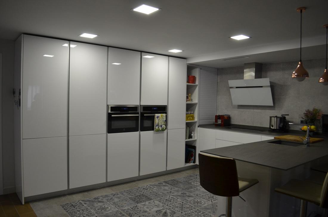 Cocinas de dise o modelo murano de nuestra marca xey for Cocinas de ocasion sevilla