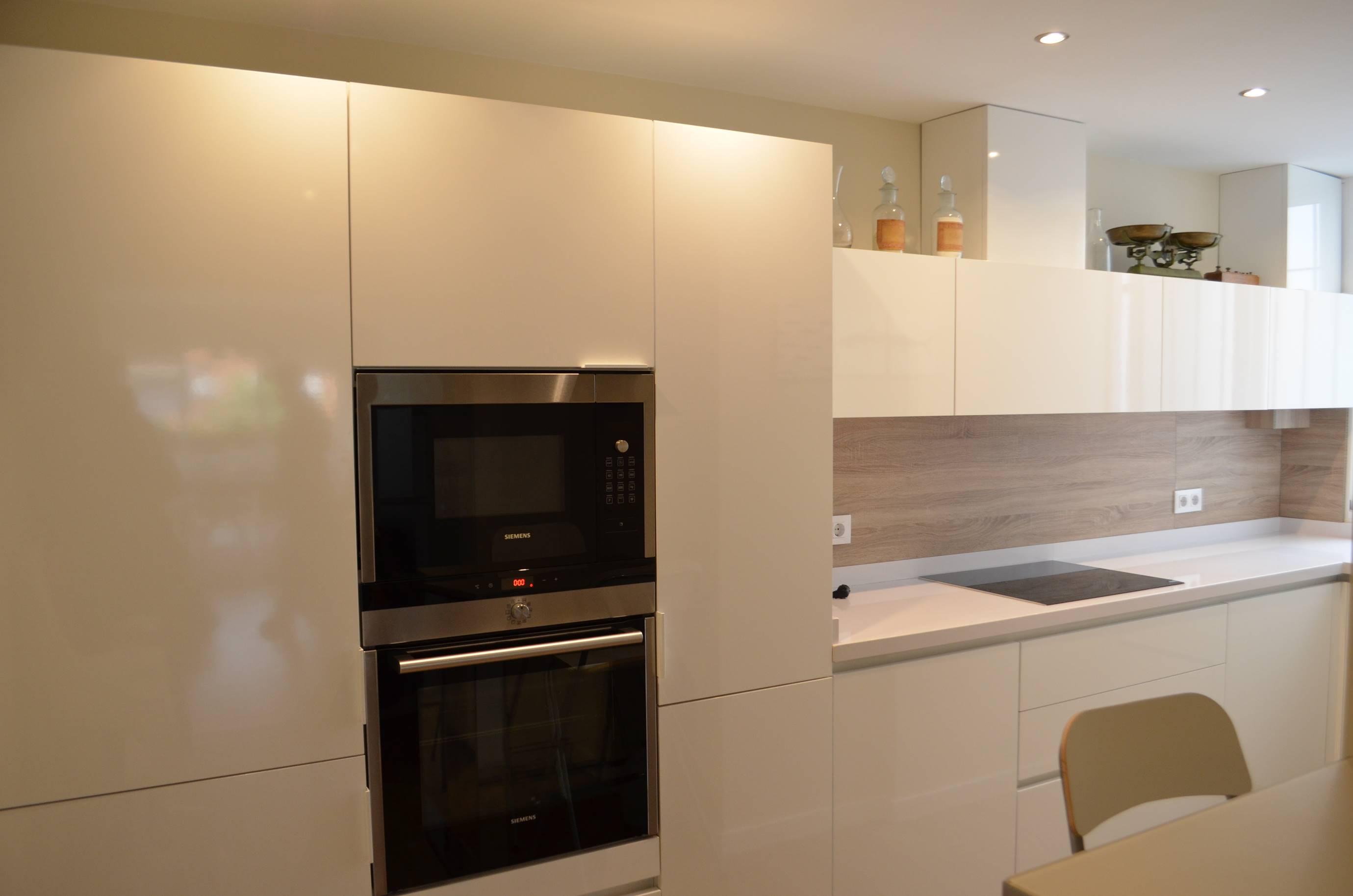 Cocina sin tirador blanca kocina sevilla - Cocinas de diseno en sevilla ...