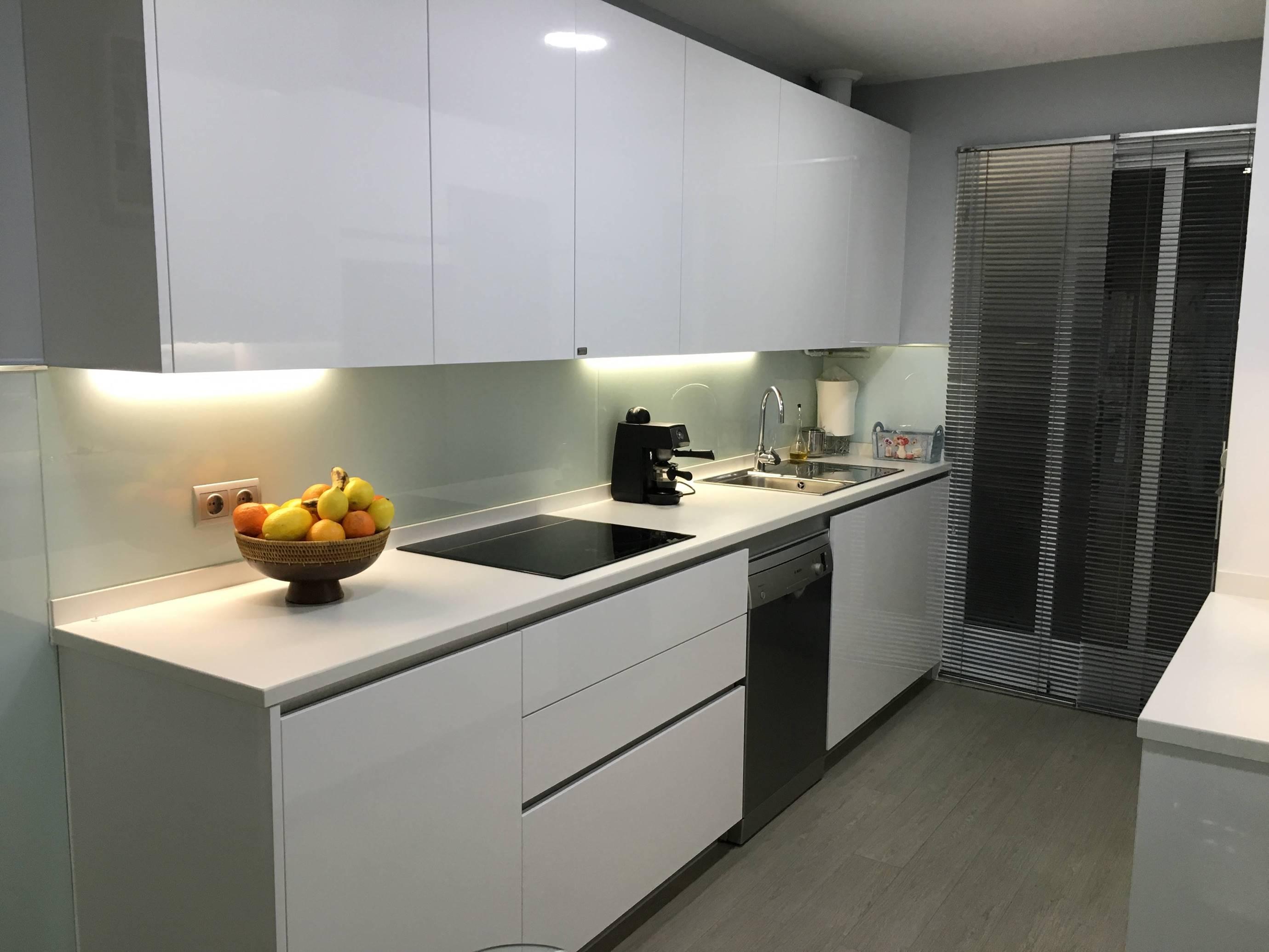 Cocina sin tirador kocina sevilla - Tiradores de muebles de cocina ...